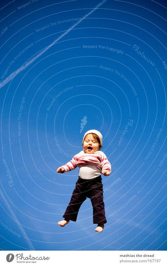 HÖHENFLUG Mensch blau schön Sommer Freude Spielen Kind Glück Kindheit Baby fliegen authentisch niedlich Neugier Schönes Wetter Lebensfreude