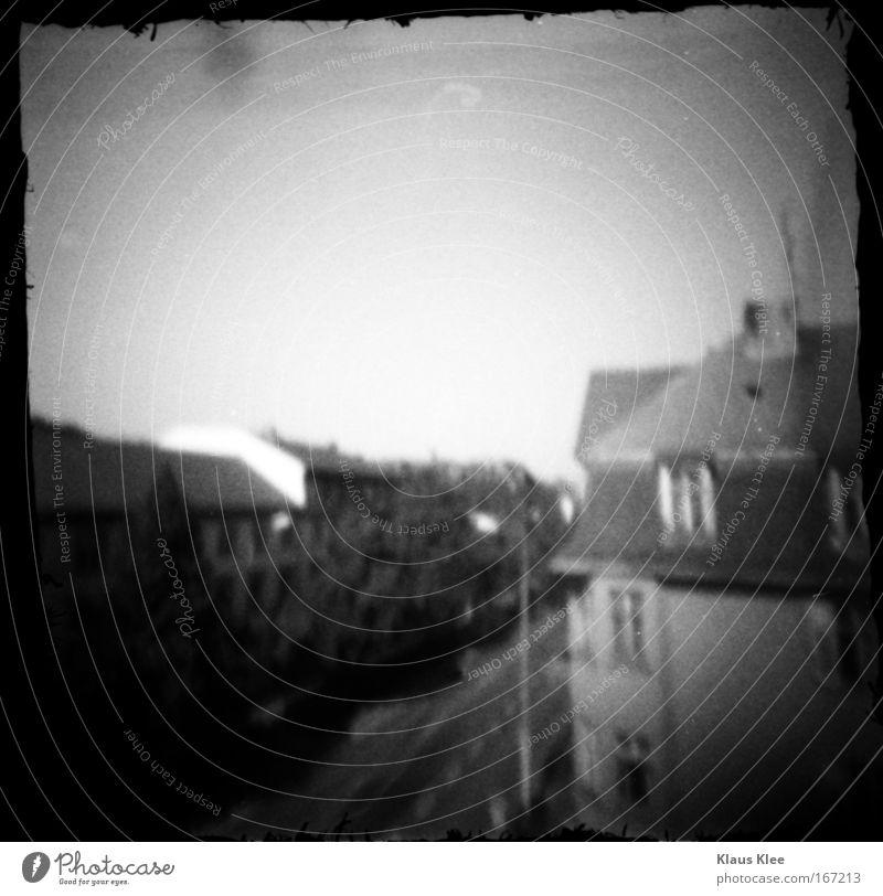 THE NOISE GOES AROUND :. alt weiß Stadt ruhig Haus schwarz Straße dunkel träumen Gebäude Landschaft Zufriedenheit Kunst Deutschland fliegen Häusliches Leben