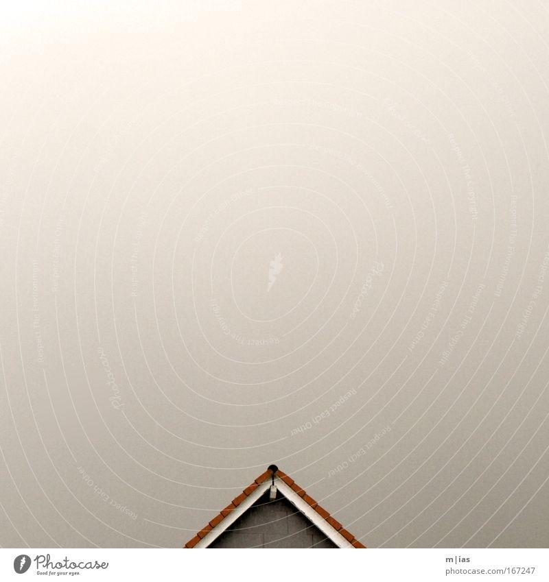 Regen unterm Dach - Ton in Ton II Himmel Einsamkeit Wand Architektur Gebäude Traurigkeit Mauer Wind Fassade ästhetisch Sehnsucht Dorf Sturm Schmerz