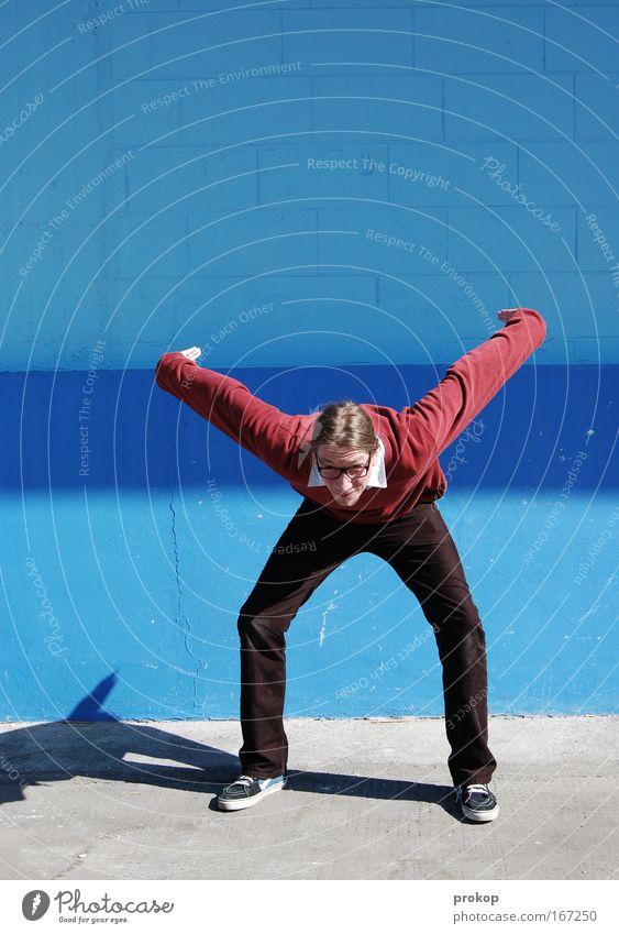 Flugsaurier Omon Mensch Mann Jugendliche Erwachsene Wand Mauer Mode fliegen groß maskulin Ausflug Beginn verrückt stehen Brille niedlich