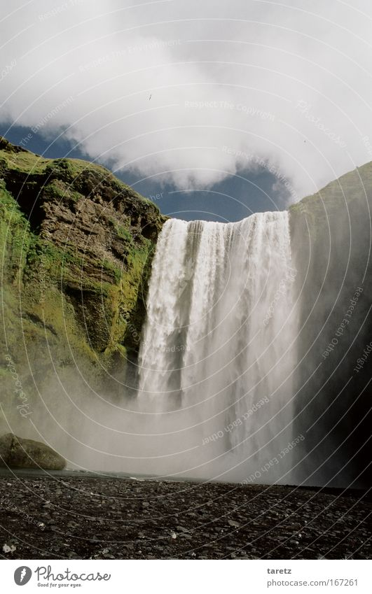 ganz schön hoch Natur Wasser Wolken groß Felsen hoch außergewöhnlich Island Wasserfall