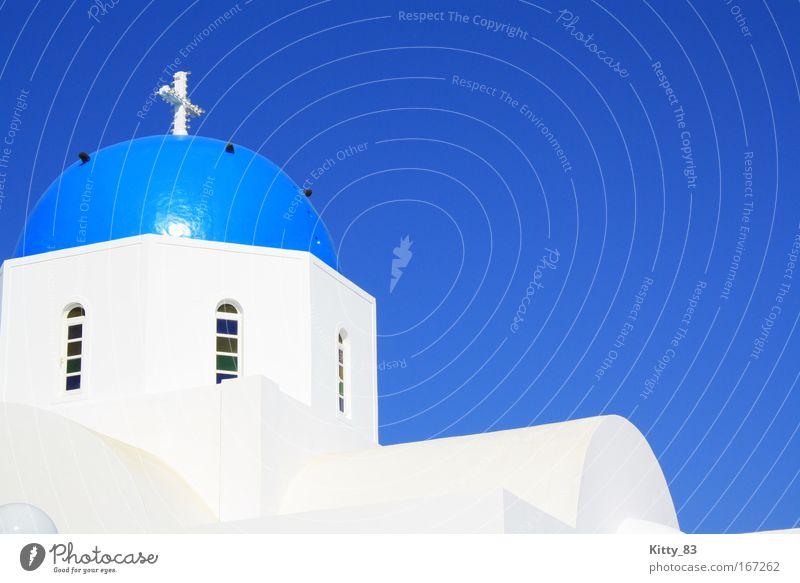 weiß zu blau - Dem Himmel so nah 2 weiß Meer blau ruhig schwarz Zufriedenheit hell Stimmung Kraft Architektur Energie Fassade Europa Insel Kirche Dach