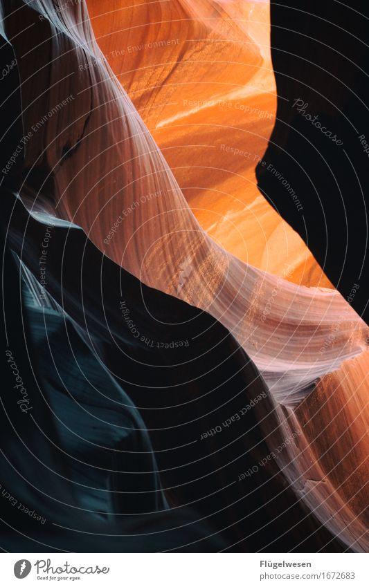 Upper Antelope Canyon [9] Ferien & Urlaub & Reisen Berge u. Gebirge Stein Sand Felsen Tourismus Ausflug berühren Hügel USA Amerika eckig Schlucht Farbenspiel