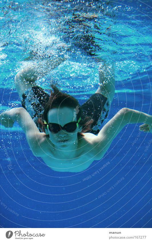 großer Tümmler Mensch Kind Jugendliche Wasser Sonne blau Sommer Freude Leben Junge Glück Körper Fröhlichkeit Coolness
