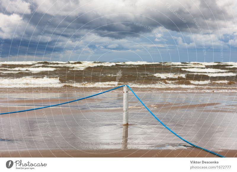 Blaues Seil auf einem Pfosten auf weißem sandigem Strand der Ostsee Ferien & Urlaub & Reisen Sonne Meer Natur Landschaft Sand Himmel Wolken Wetter Unwetter