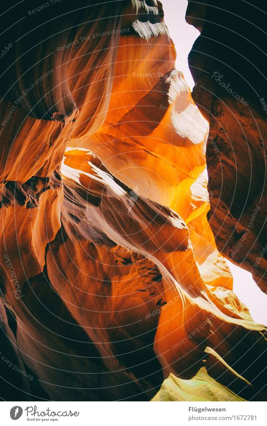 Upper Antelope Canyon [5] Ferien & Urlaub & Reisen Farbe Berge u. Gebirge Stein Sand Felsen Tourismus orange Ausflug berühren Hügel USA Amerika eckig Schlucht