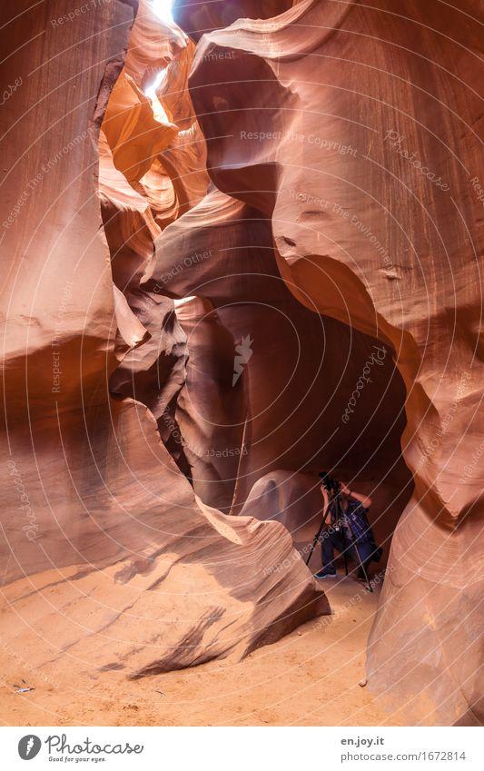 Man at work Fotografieren Ferien & Urlaub & Reisen Tourismus Mann Erwachsene 1 Mensch Natur Felsen Schlucht Antelope Canyon Wüste Slotcanyon Page Arizona USA