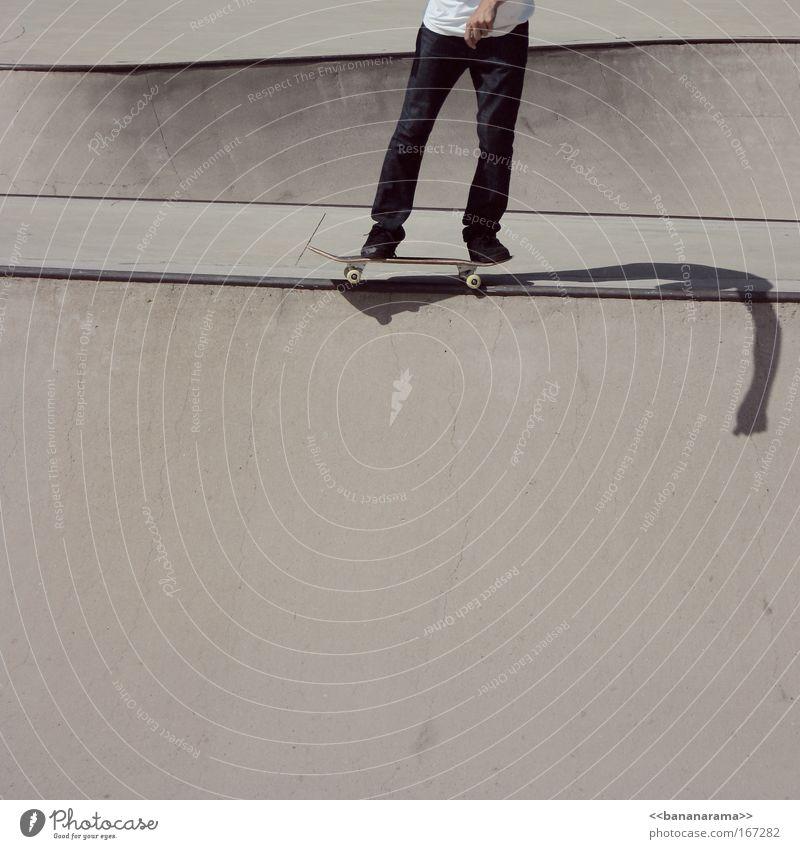 ride the lines Mann Jugendliche Erwachsene Sport grau springen Stil Beine Park Freizeit & Hobby maskulin Coolness fahren Jeanshose Risiko sportlich