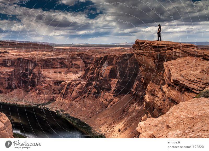 Abgrund tief Ferien & Urlaub & Reisen Abenteuer Frau Erwachsene 1 Mensch Natur Landschaft Himmel Gewitterwolken Horizont Felsen Schlucht Glen Canyon