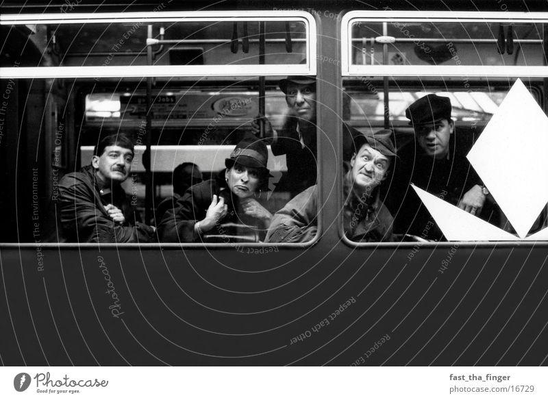 Herr Braun und Crew Menschengruppe lustig Nase Straßenbahn
