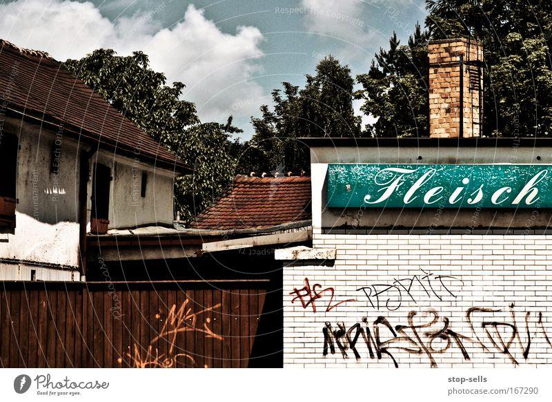 Beim Landfleischer Natur Baum Wolken Haus Umwelt Graffiti Wand Mauer Fassade Lebensmittel Ernährung Schönes Wetter Industrie Idylle Bauernhof Handwerk