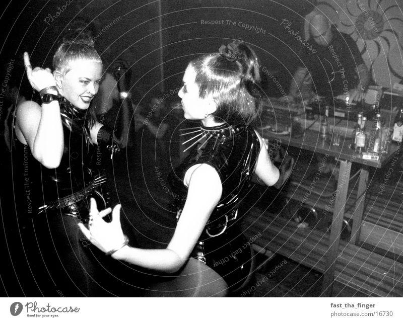 Lack und Leder Frau Disco Tänzer Mensch