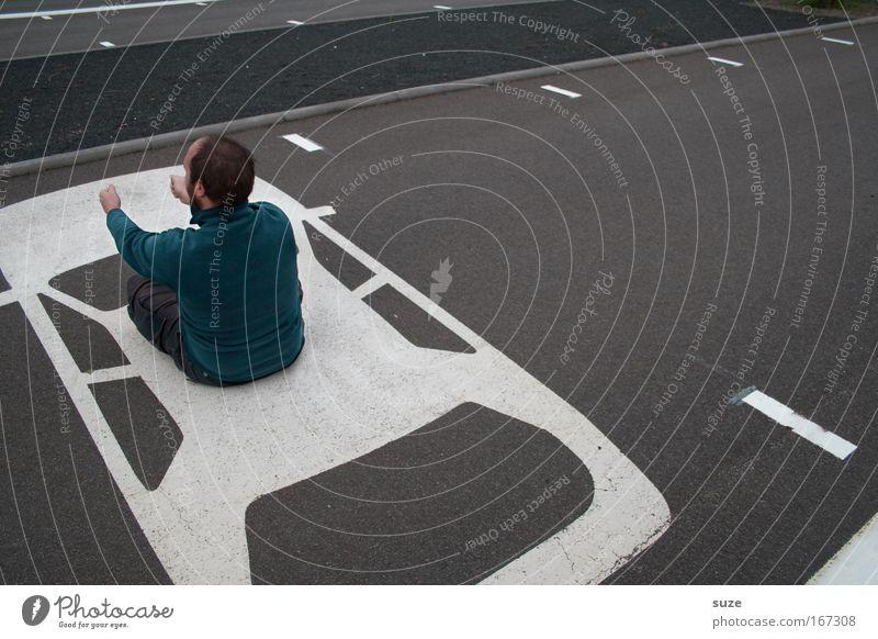 Dauerparker Mensch Mann Freude Erwachsene Straße lustig grau fahren maskulin PKW KFZ Verkehr sitzen warten Rücken Platz