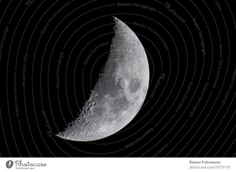 """der zunehmende Mond am Nachthimmel Natur Landschaft Himmel Stern Stein Kraft """"zunehmend Krater Schatten"""" Gedeckte Farben Außenaufnahme"""