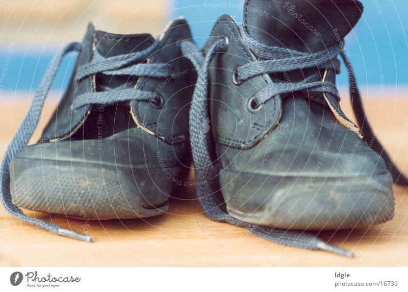 Blaue Schuhe Kinderschuhe Handwerk alte Schuhe Nahaufnahme