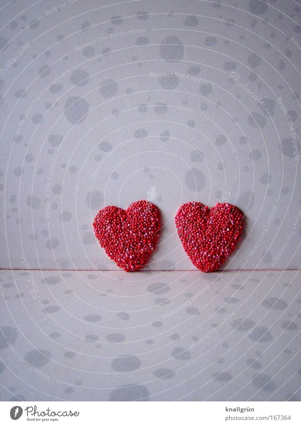 Together Farbfoto mehrfarbig Studioaufnahme Nahaufnahme Menschenleer Textfreiraum oben Textfreiraum unten Zeichen Herz Kitsch rosa rot Sympathie Liebe