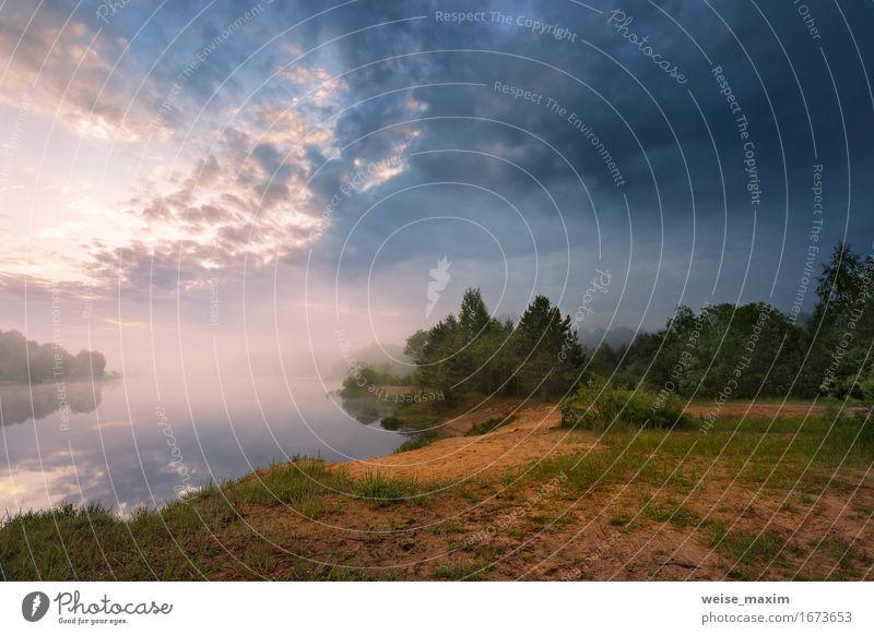 Nebelhafter Morgen auf dem See. Frühling Himmel Natur Ferien & Urlaub & Reisen Farbe Sommer schön grün Wasser Baum Landschaft Wolken Strand Wald Umwelt Herbst