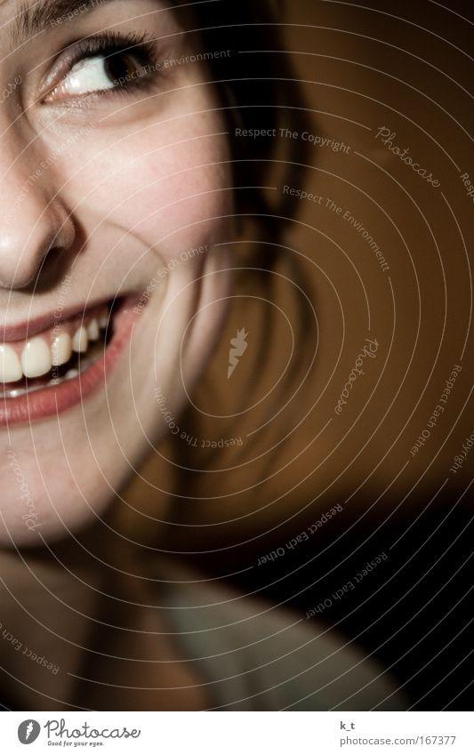 Für mehr Lächeln Mensch Jugendliche schön Frau Freude Gesicht Auge Porträt feminin Glück lachen Stimmung braun lustig Nase