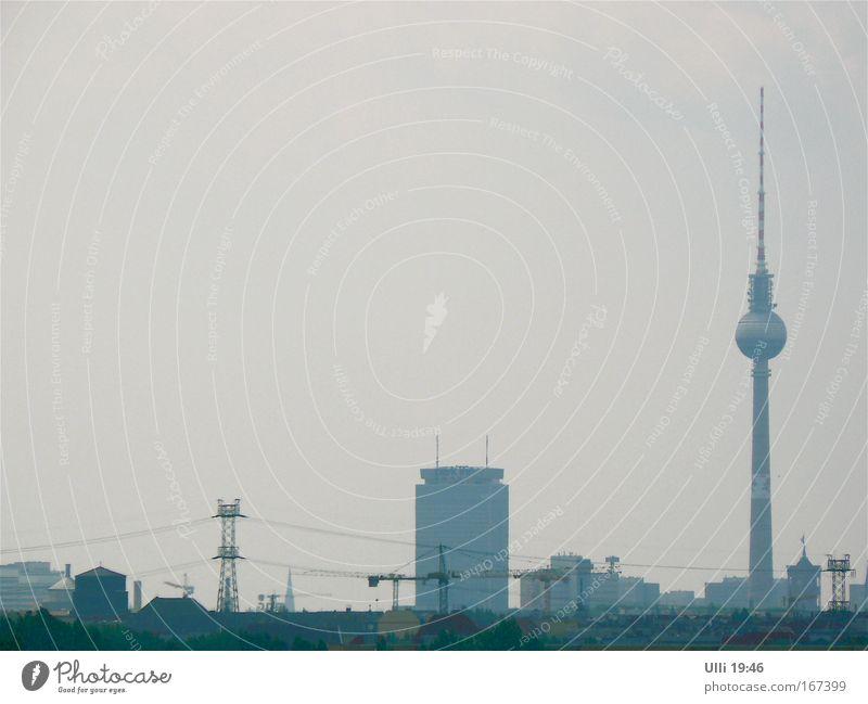 """52° 31' 16"""" N, 13° 24' 36"""" O (Protzkeule) grau Berlin elegant hoch Hochhaus ästhetisch authentisch Turm Kommunizieren Telekommunikation Spitze Fernsehen dünn Zeichen Skyline Wahrzeichen"""