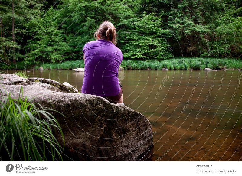 I'm so lonely Mensch Natur Wasser Baum Pflanze Sommer Blatt Erwachsene Wald feminin Umwelt Gras Glück sitzen Bekleidung Sträucher
