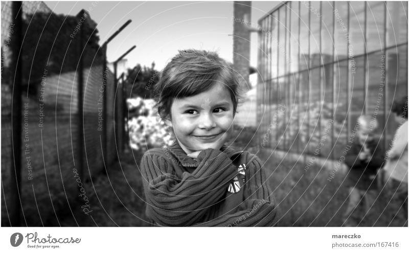 Wo anders sein Kind Mädchen Spielen Gefühle Glück träumen Zufriedenheit Zusammensein Armut natürlich leuchten niedlich geheimnisvoll Freundlichkeit Dorf Lächeln
