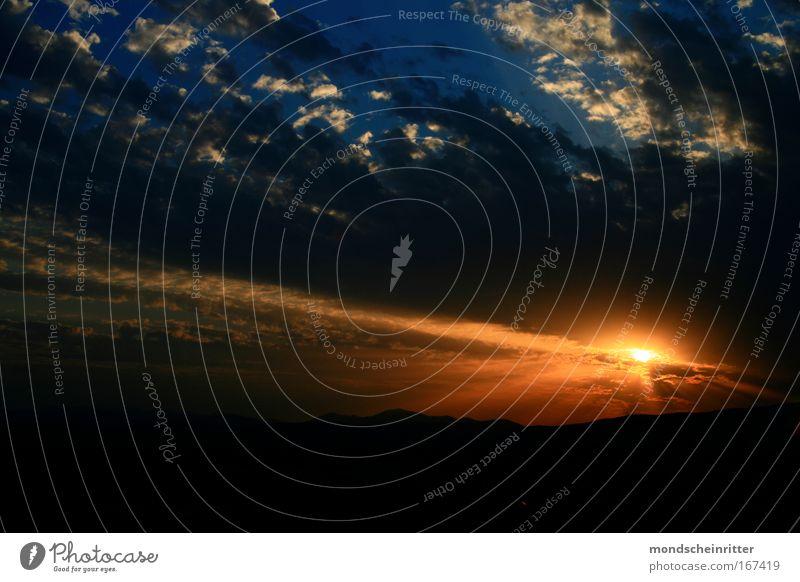 Weltraumkapsel Himmel blau Wolken gelb Berge u. Gebirge Kraft gold außergewöhnlich fantastisch Weltall Schönes Wetter Surrealismus Sonnenuntergang Euphorie