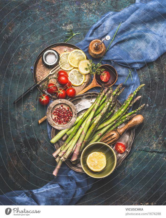 Lecker Spargel mit Tomaten kochen Natur dunkel Foodfotografie Stil Lebensmittel Design Ernährung Kräuter & Gewürze Gemüse Bioprodukte Teller Schalen & Schüsseln