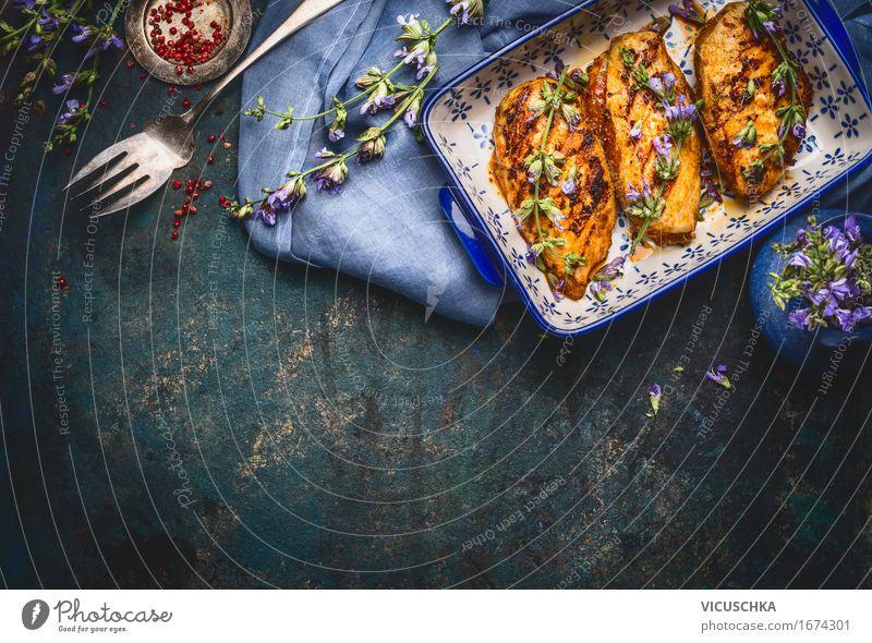 Glasierte Hähnchenbrust mit Balsamico und Kräuter Gesunde Ernährung dunkel Foodfotografie Stil Lebensmittel Design Häusliches Leben Tisch Kräuter & Gewürze