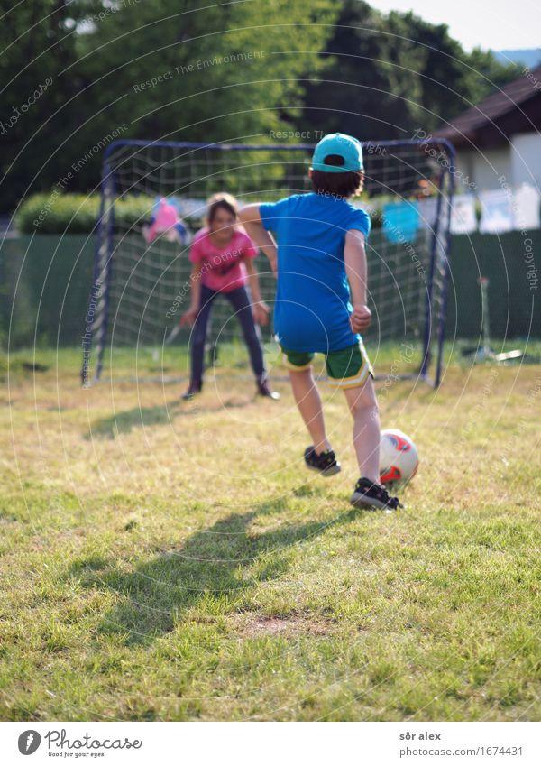 Kicker Sport Fußball Mensch maskulin feminin Kind Mädchen Junge Geschwister Bruder Schwester Kindheit Leben 2 3-8 Jahre 8-13 Jahre laufen Spielen sportlich