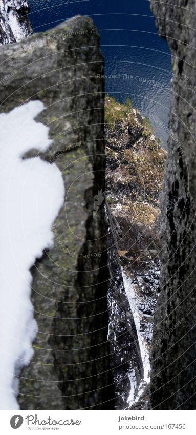 Höhenangst? Ferien & Urlaub & Reisen kalt oben Felsen Angst frei wandern hoch Sicherheit Klettern Mut unten Bergsteigen Schlucht Norwegen Fjord