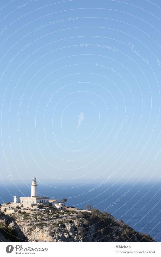 WegWeiser Wasser Himmel Meer blau Sommer Ferien & Urlaub & Reisen Ferne Berge u. Gebirge Gebäude Landschaft Wasserfahrzeug Architektur Felsen Ausflug Insel