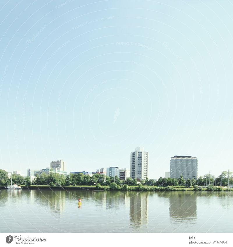 [PC-Usertreff Ffm]: Uferzone Himmel Baum Stadt Pflanze Haus Gebäude hell Architektur groß Hochhaus ästhetisch Fluss Bankgebäude Fabrik Bauwerk Frankfurt am Main