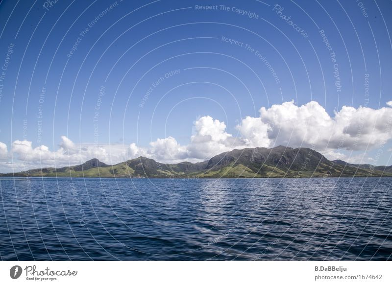 Fiji Ferien & Urlaub & Reisen Tourismus Ferne Sommer Sommerurlaub Meer Insel Natur Landschaft Wasser Himmel Wolken Hügel Küste exotisch entdecken Erholung