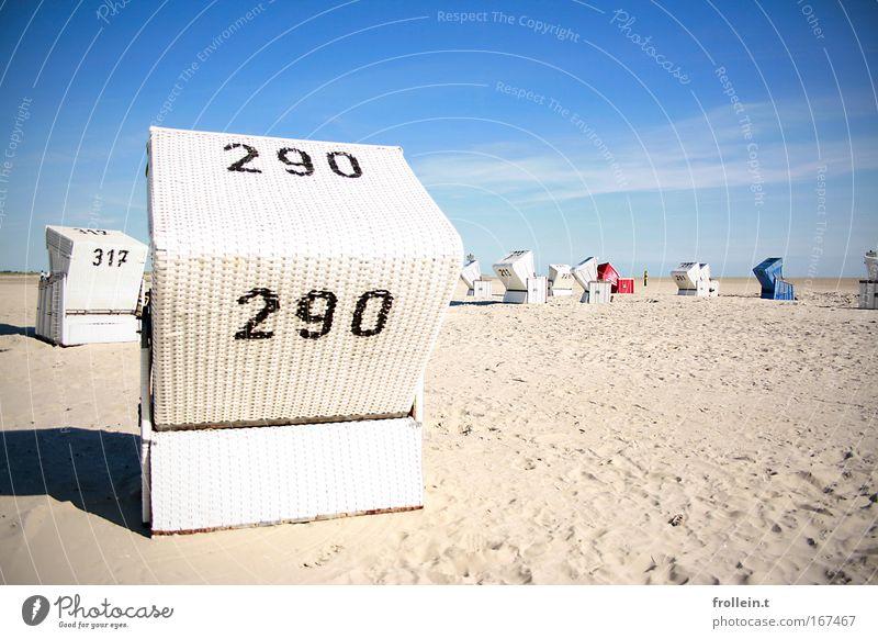 Strandkorbfriedhof schön Himmel Meer blau rot Sommer Strand Ferien & Urlaub & Reisen ruhig Wolken Erholung Freiheit Sand Landschaft Luft Küste