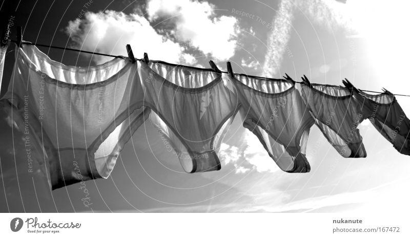 himmlische Schlüpfer XL weiß Wolken schwarz Stimmung nass frisch authentisch leuchten Bekleidung retro Reinigen Sauberkeit Schönes Wetter trocken hängen Langeweile