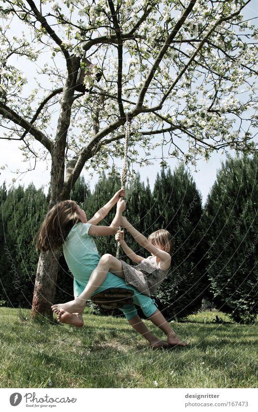 Beste Freundinnen Mensch Kind Natur Mädchen Baum Tier Spielen Gras Garten Freiheit Glück lachen träumen Familie & Verwandtschaft Freundschaft