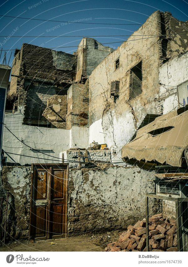 Neubau Abenteuer Wohnung Haus Ägypten Dorf Altstadt Mauer Wand Tür authentisch einfach exotisch natürlich Verfall Nil Farbfoto Außenaufnahme Menschenleer Tag