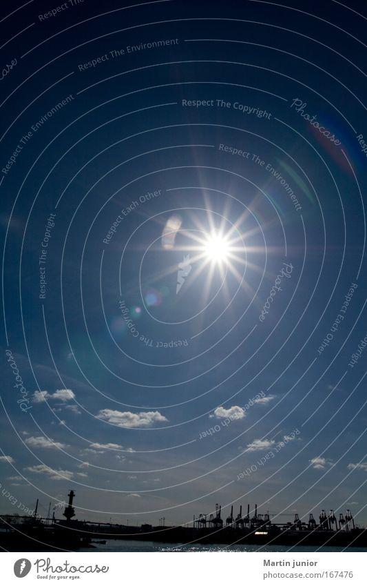 Licht aus, Spot an Farbfoto Außenaufnahme Menschenleer Textfreiraum oben Tag Reflexion & Spiegelung Sonnenlicht Sonnenstrahlen Gegenlicht Totale