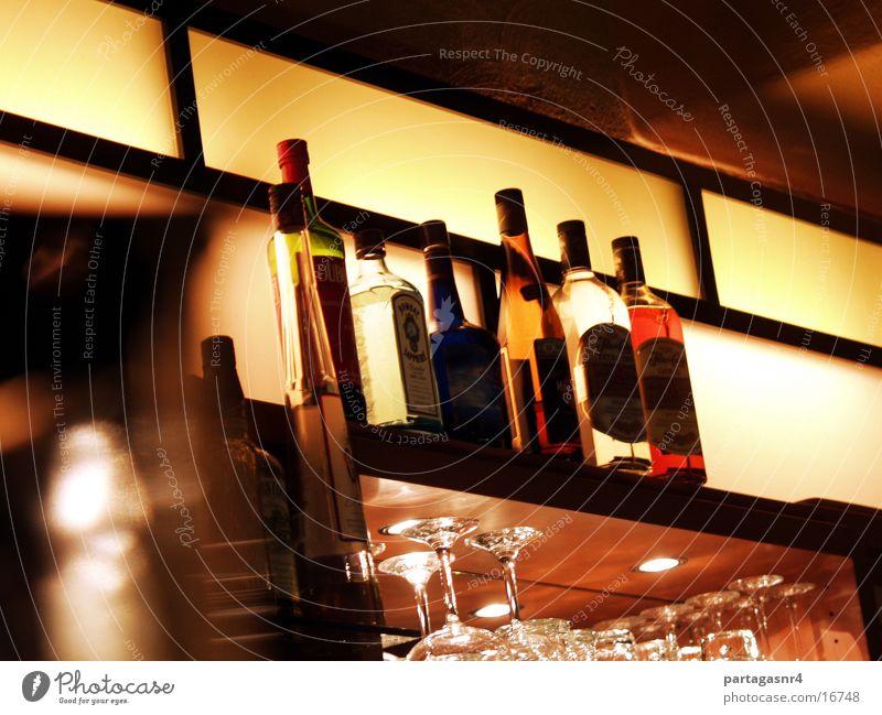 Flaschen in der Bar Restaurant Getränk Alkohol Licht stylish