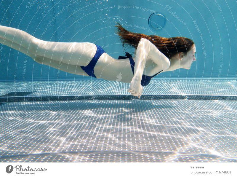 Mermaid II Leben harmonisch ruhig Schwimmbad Schwimmen & Baden Freizeit & Hobby feminin Junge Frau Jugendliche Körper 1 Mensch 13-18 Jahre Wasser Sommer Bikini