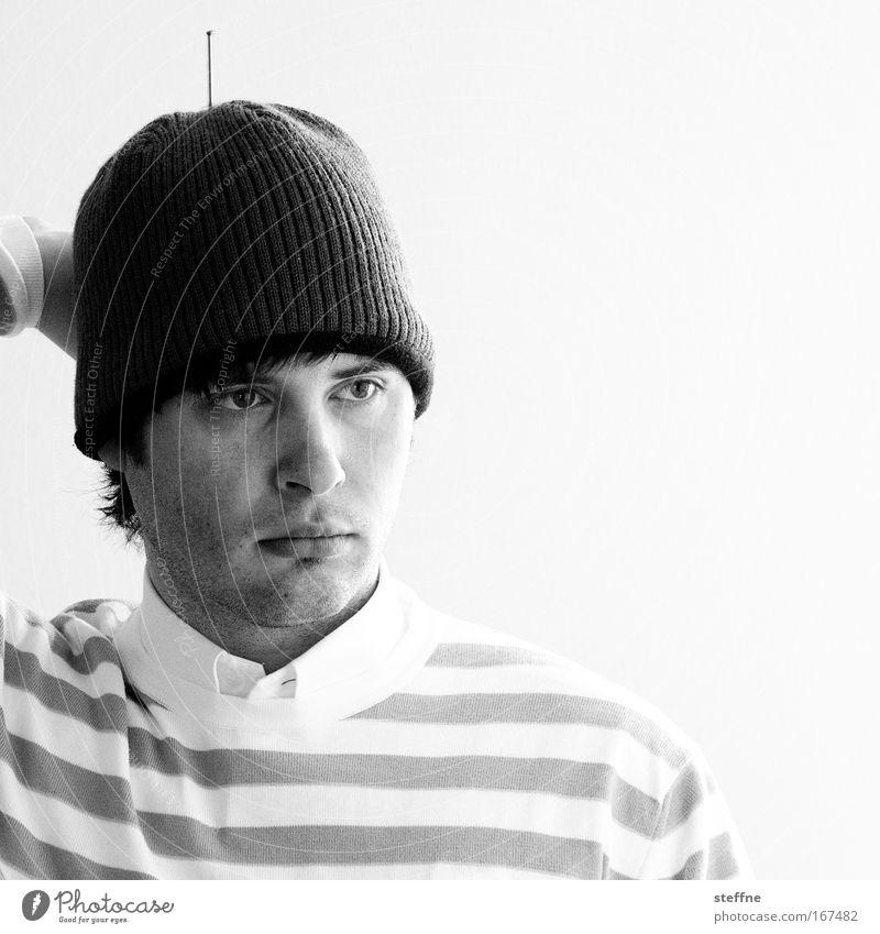 REMOTE CONTROL Mensch Mann Jugendliche Kopf Erwachsene maskulin Hemd Mütze Pullover Antenne Außerirdischer Dreitagebart Junger Mann 18-30 Jahre 30-45 Jahre