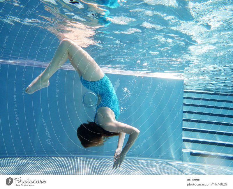 Blue Balance elegant Wellness Leben harmonisch Sinnesorgane Schwimmbad Schwimmen & Baden Sommerurlaub feminin Jugendliche Körper 1 Mensch Luft Wasser Wärme
