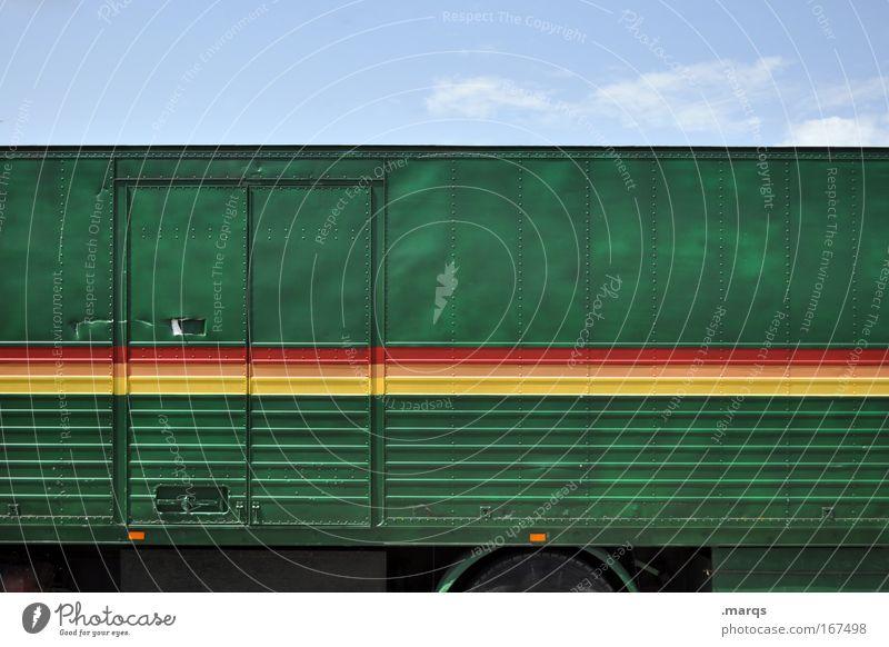 Lieferung grün rot Ferne gelb Umwelt Linie Tür außergewöhnlich Verkehr Lifestyle Streifen einzigartig fahren Güterverkehr & Logistik Dienstleistungsgewerbe Lastwagen