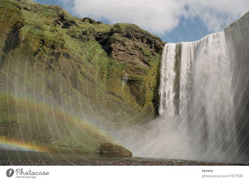 Fast schon zu kitschig Ferien & Urlaub & Reisen Schönes Wetter Wasserfall Skógafoss Regenbogen hoch Glück Idylle Natur Island paradiesisch beeindruckend