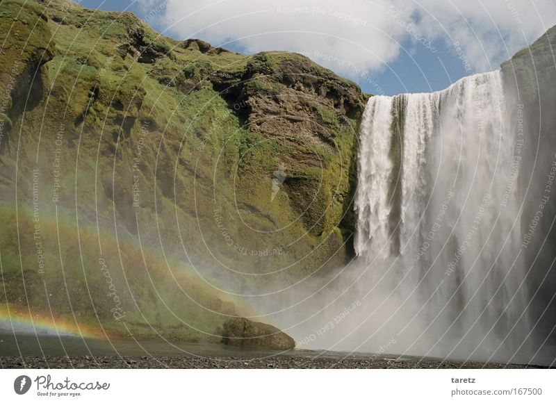 Fast schon zu kitschig Natur Wasser grün Ferien & Urlaub & Reisen Glück Kraft hoch Felsen Fluss Idylle Island Schönes Wetter Wasserfall Regenbogen beeindruckend