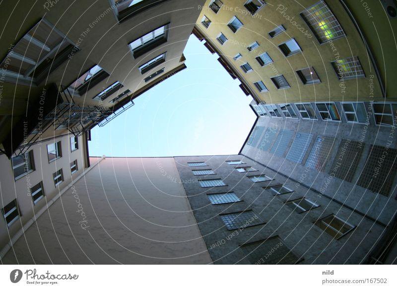hin-ta-hof Stadt Haus Wand Mauer Gebäude Architektur Fassade München Bayern Bauwerk Hinterhof Symmetrie vertikal Innenhof