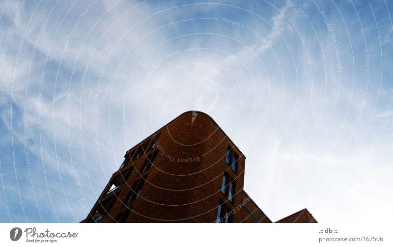 .:: streben nach mehr ::. blau weiß Wolken Farbe Haus Fenster Wand Architektur Mauer Stein Stimmung braun Fassade elegant Zukunft Häusliches Leben