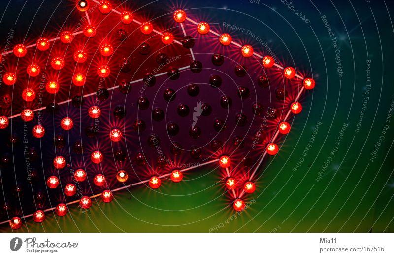 Ein Zeichen Farbfoto Außenaufnahme Detailaufnahme Textfreiraum rechts Abend Nacht Licht Lichterscheinung Zentralperspektive Lichtpunkt Pfeil Richtung