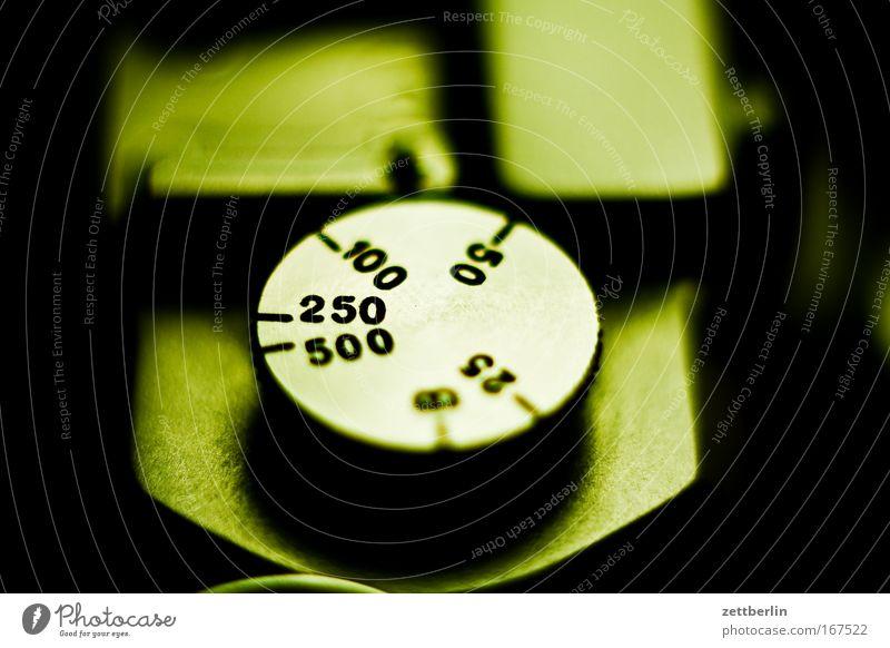Belichtungszeit Fotokamera feinmechanik Linse Optik kleinbild klassisch Klassik Schraube rändelschraube rändelmutter Gehäuse Farbfoto Zeit timing Einstellungen