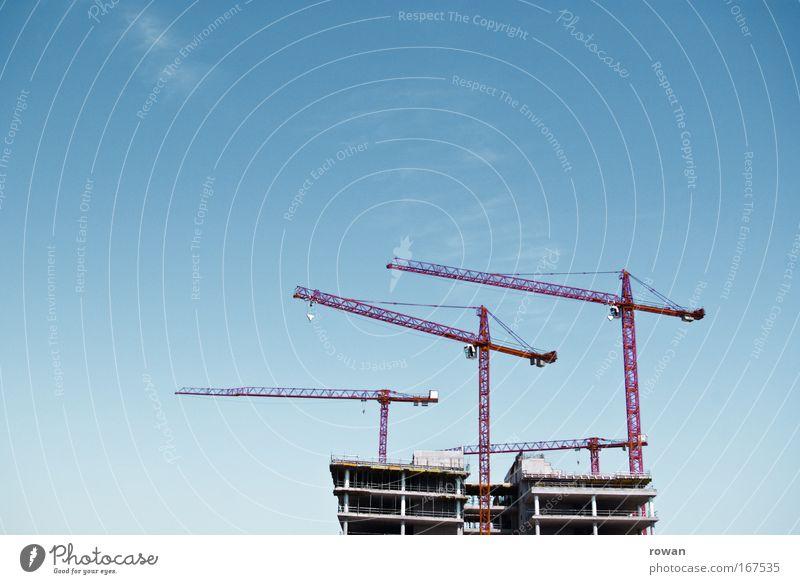 tanz der kräne Farbfoto Menschenleer Textfreiraum links Textfreiraum oben Tag Bauwerk Gebäude Architektur bauen Beginn Wachstum Wandel & Veränderung Kran